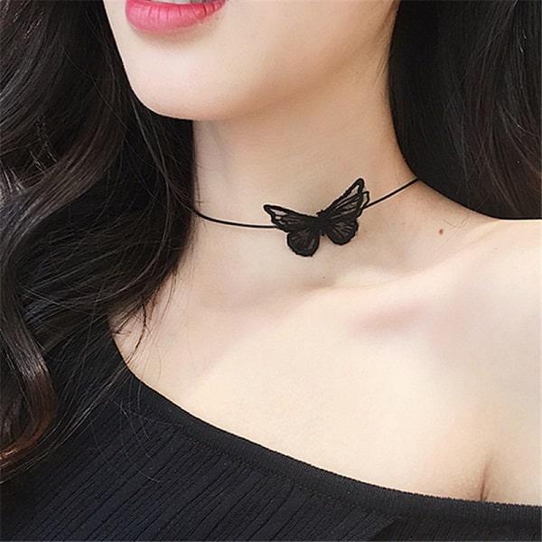 Collier noir papillon ras du cou