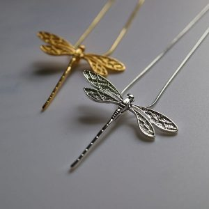 Collier avec libellule