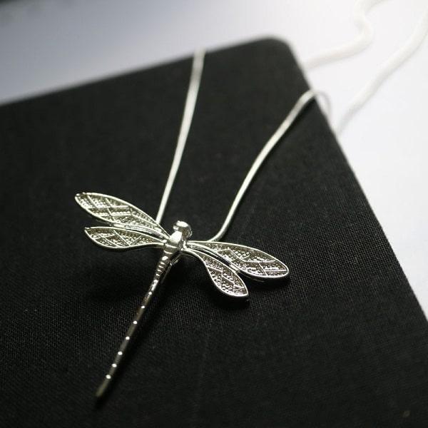 Collier avec libellule argenté