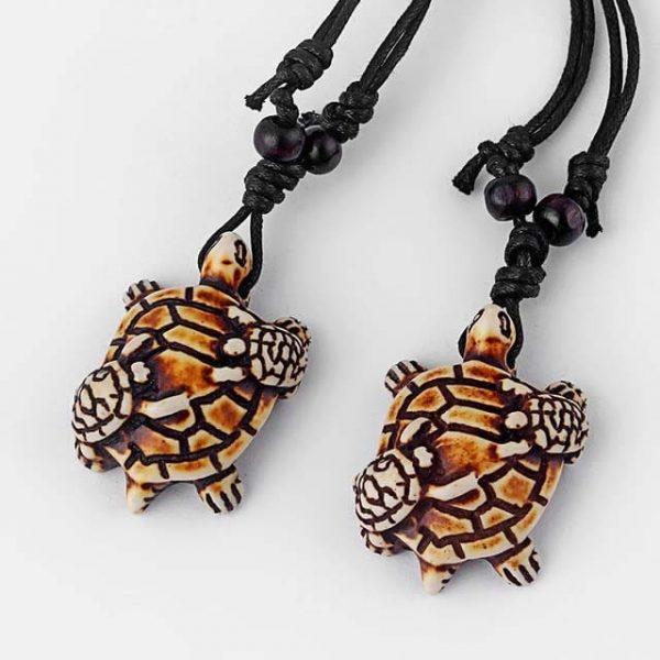 Collier tortue ethnique tribal avec carapace à motif en relief petites tortues