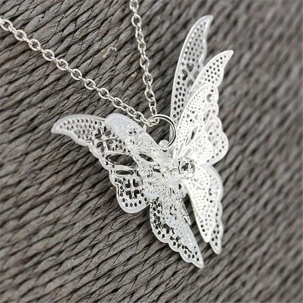 Beau collier gothique papillon