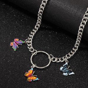 Collier petits papillons trois couleurs